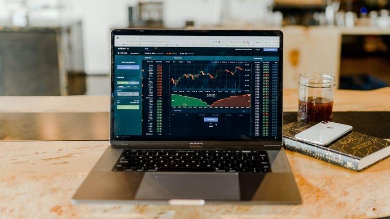 20歳サラリーマンが株式投資を始めた理由と銘柄を紹介